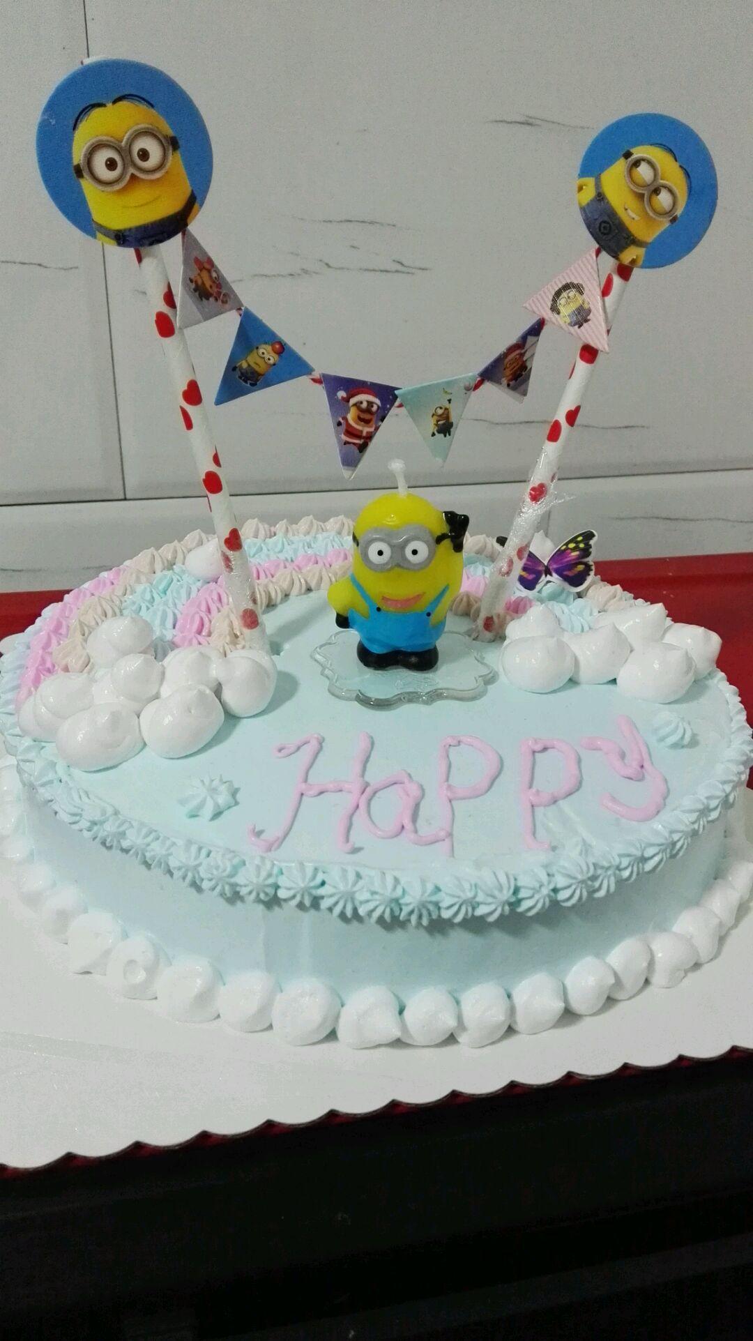 小黄人彩虹生日蛋糕图片