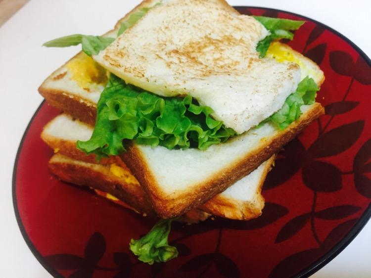 鸡蛋1个 芝士1片 生菜1片 火腿1~2片 黄油1块 三明治的做法步骤 分类