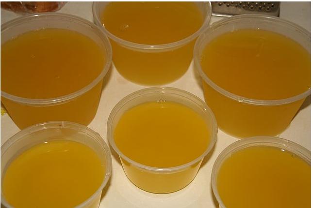 梅酒1杯 青梅(浸过梅酒)4个 辅料   水1杯 糖35g 青梅果冻的做法步骤