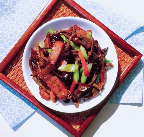 茶树菇腊肉