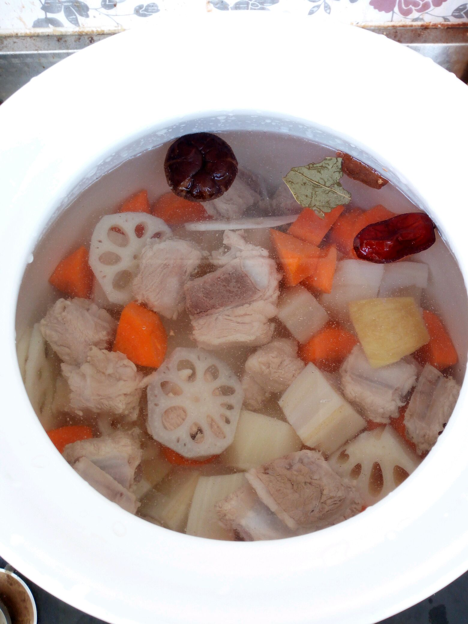 湖藕排骨汤的做法图解5
