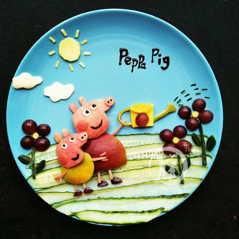 创意:佩琪和乔治水果拼盘的做法