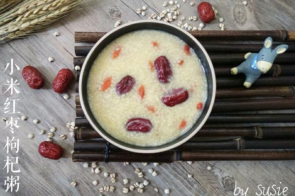 【养生粥】小米红枣枸杞粥的做法