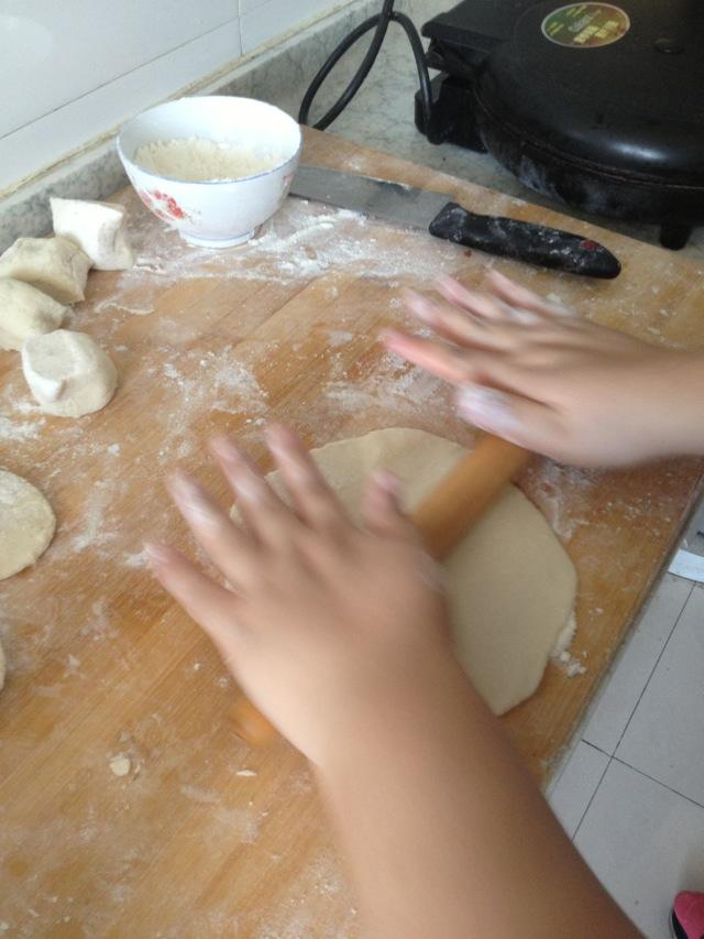 手 抓 餅 的 做法 圖解 2 手 抓 餅