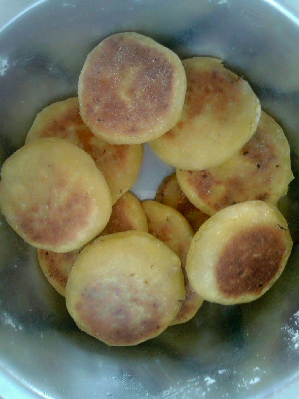 玉米面酸菜菜饼子的做法_【图解】玉米面酸菜菜饼子做