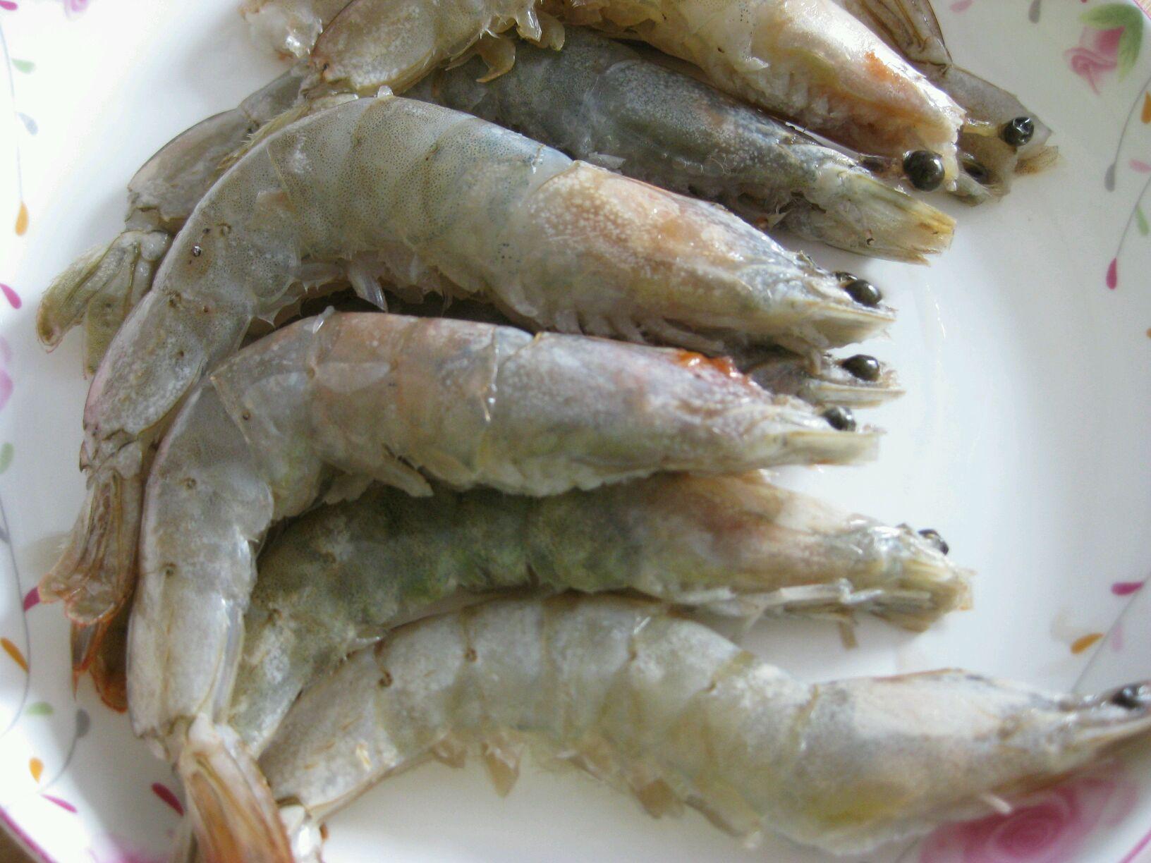 紫苏柠檬虾的做法图解1