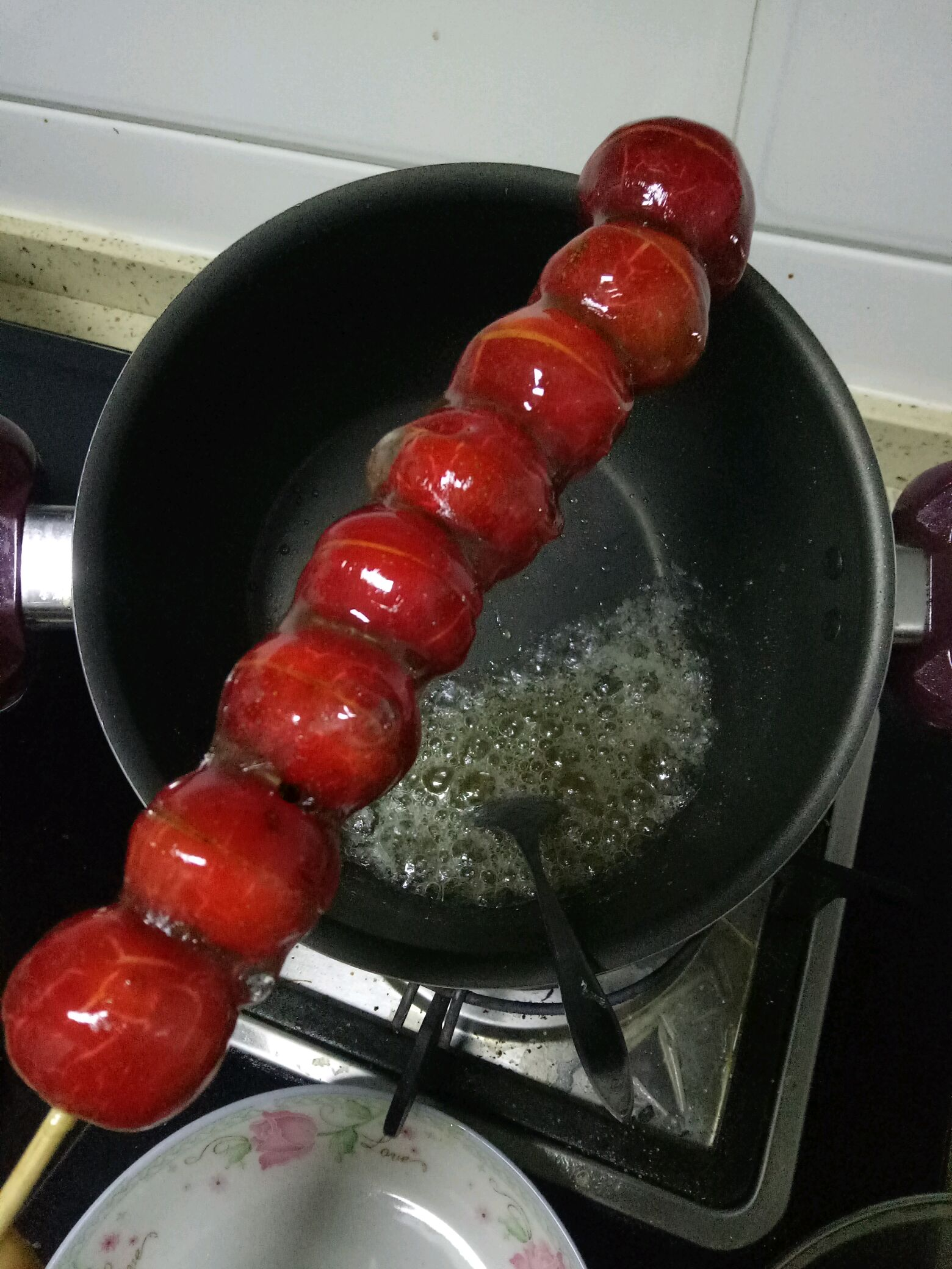 冰糖葫芦的制作的做法步骤 2.