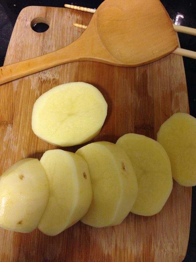 将土豆切块儿
