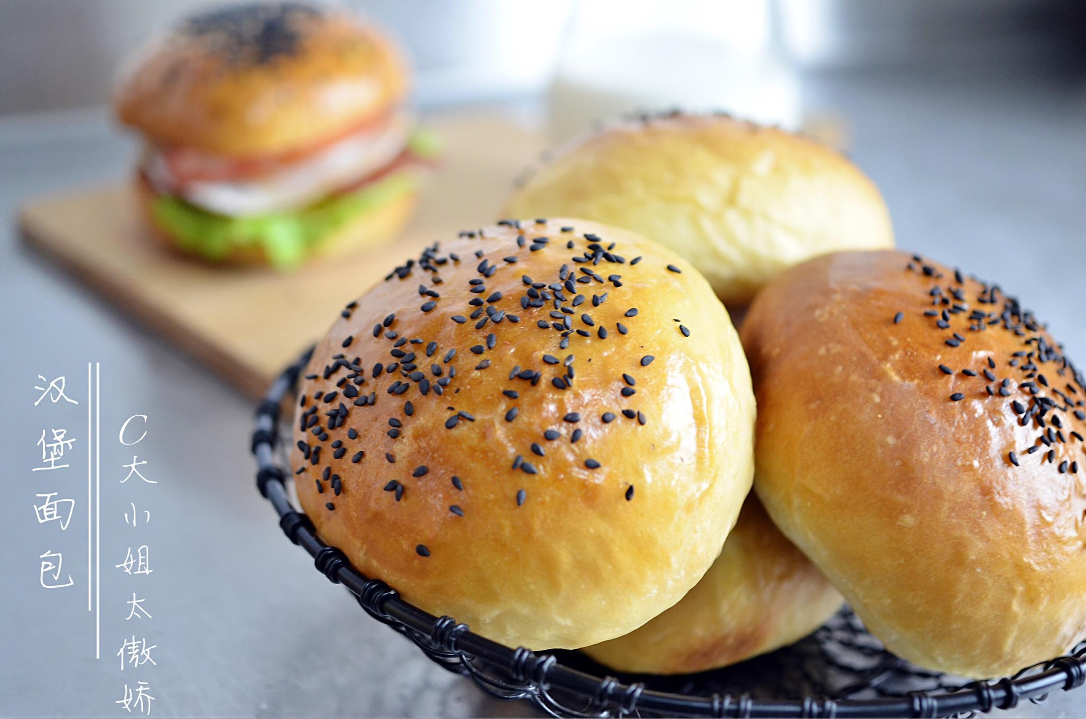 酵母3g 水90g 黄油30g 盐3g 熟芝麻少许 简单揉—汉堡面包的做法步骤