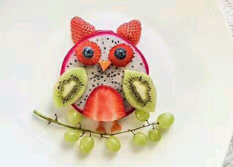 宝贝不太爱吃水果,喜欢小动物,在书上看见水果拼盘,水果的