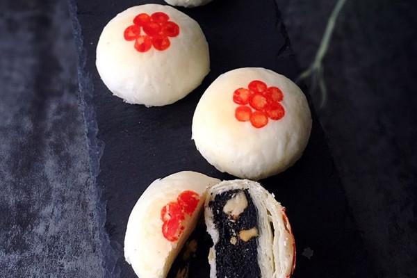 黑芝麻核桃酥皮月饼的做法