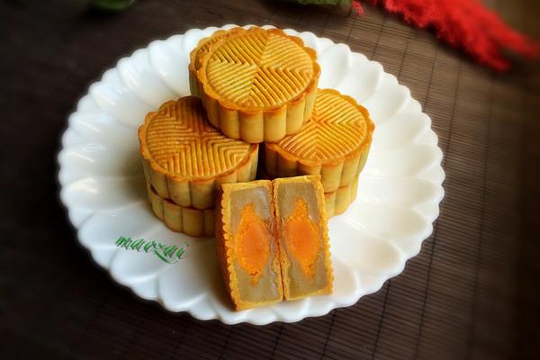 广式-白莲蓉蛋黄月饼的做法