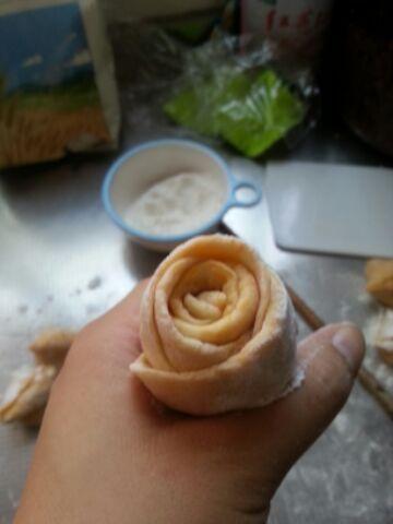 南瓜三角糖包&玫瑰花卷的做法步骤