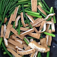 家常菜:蒜苗豆干炒肉丝的做法图解9