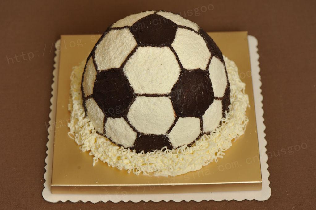 淡奶油适量 糖适量 水果适量 足球蛋糕#长帝烘焙节#的做法步骤