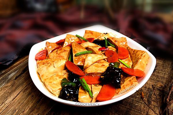 夏季完胜瘦腿瘦臀的妙招之经典素食牛肉酱烧豆腐的做法