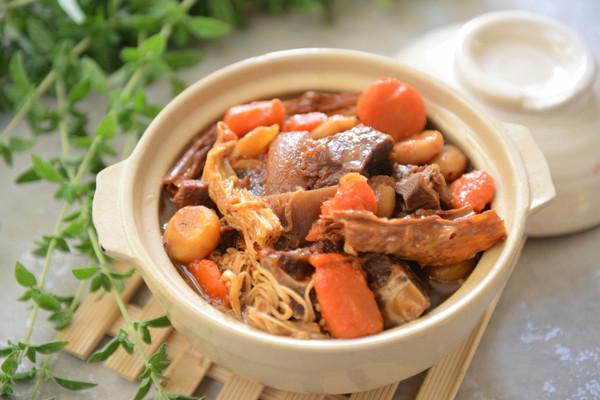 吃得有点饱-支竹羊肉煲的做法