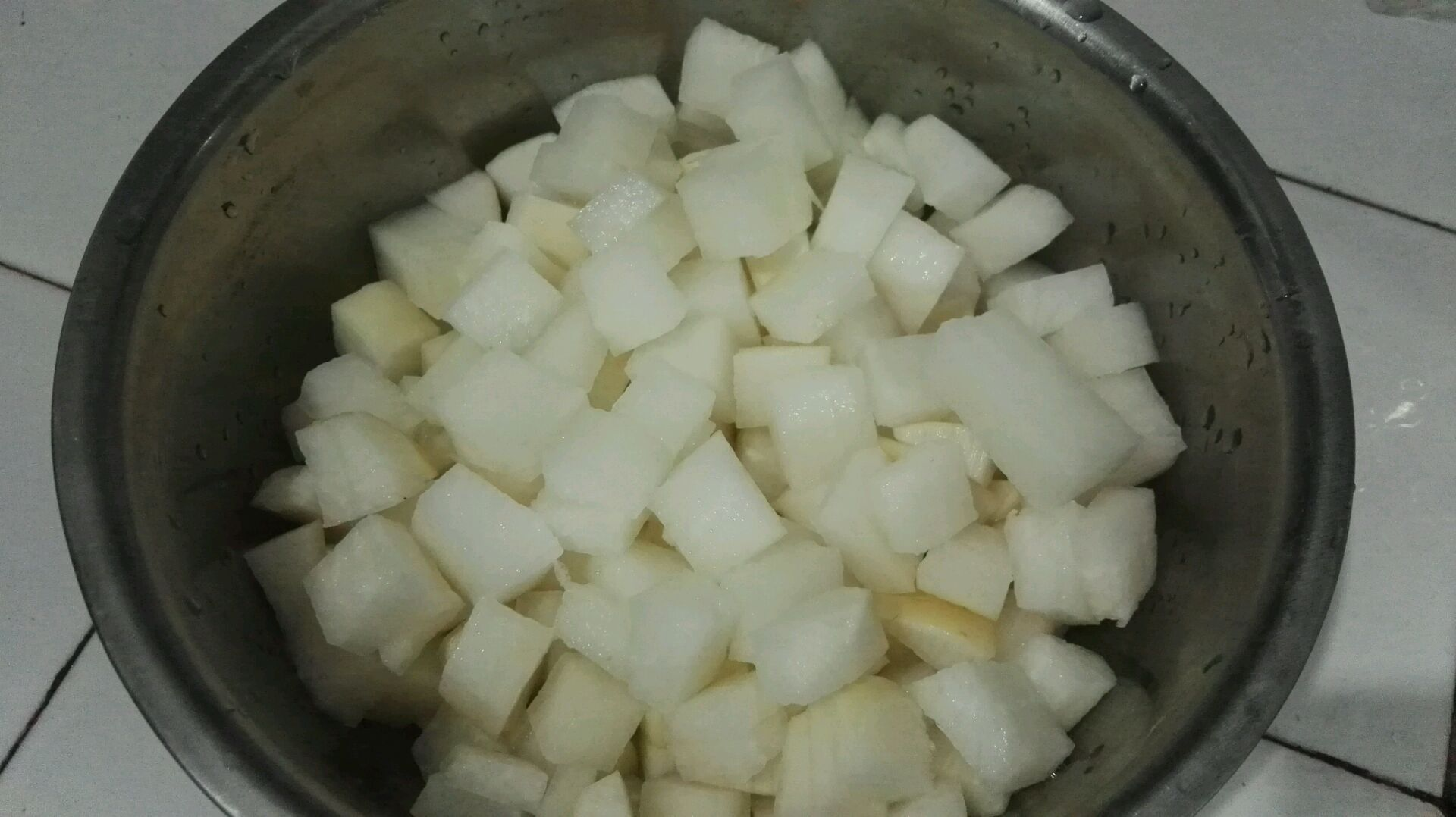 改良版韩式腌萝卜块的做法图解1