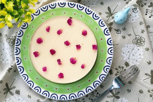 浓情蜜意 玫瑰酸奶乳酪慕斯的做法