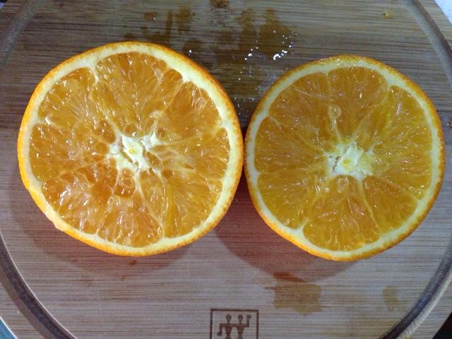 盐蒸橙子的做法图解1
