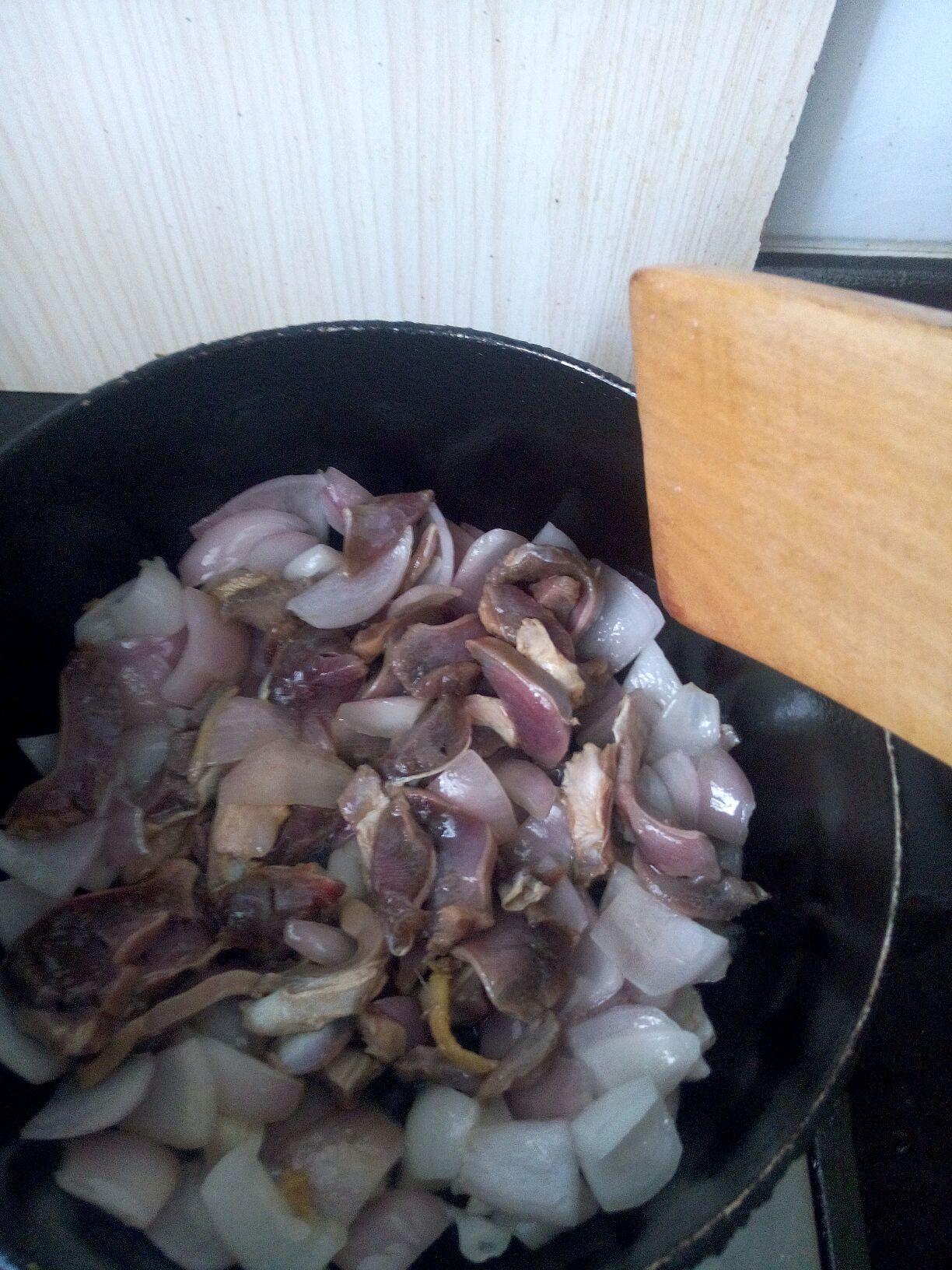 洋葱土豆青椒炒鸭肫(附切洋葱方法)的做法图解4