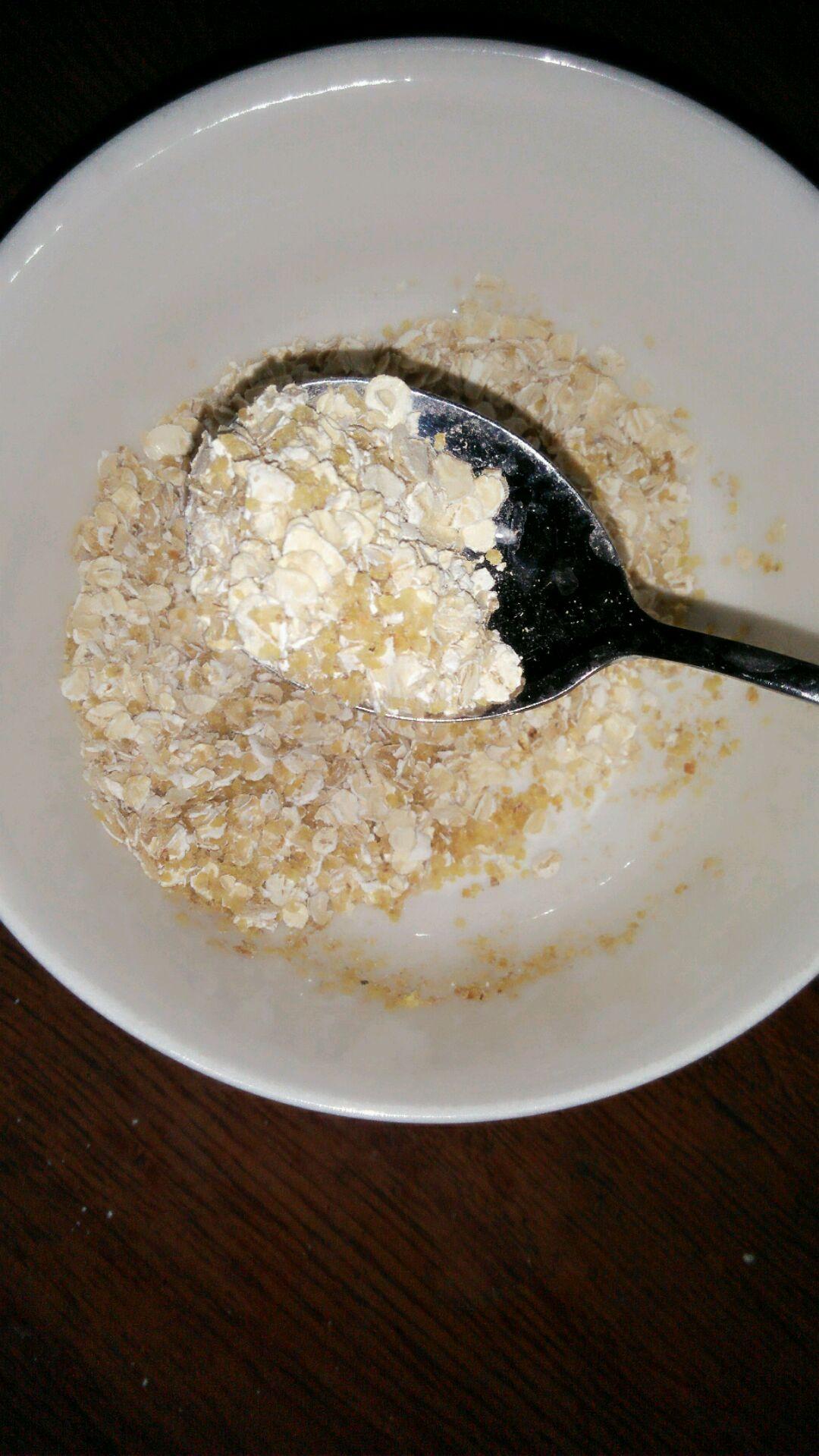 燕麦片牛奶的做法_营养早餐 牛奶燕麦片的做法图解1