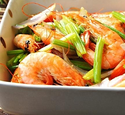 虾最简单最有滋味的吃法:芹香干锅虾的做法