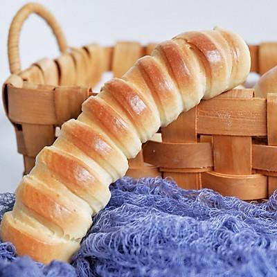 炼乳毛毛虫面包