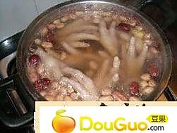 冬菇鸡脚汤的做法