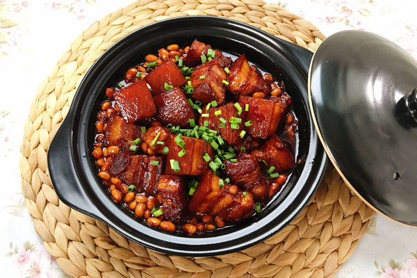 川味红烧肉(餐桌上的一道硬菜)的做法