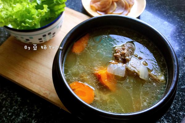 胡萝卜洋葱牛尾汤的做法