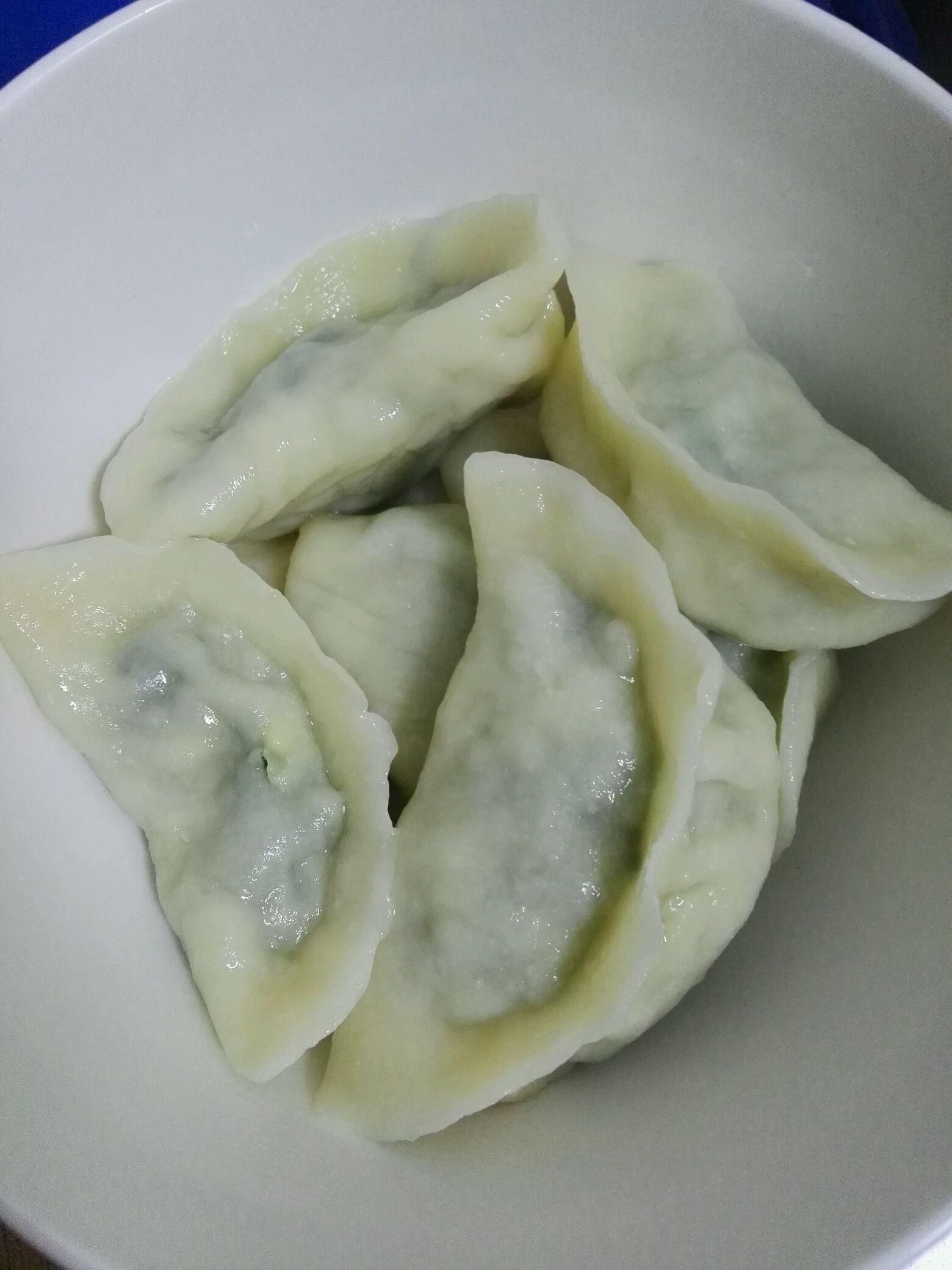 炒菜煲汤临锅时加入提鲜不口干 韭菜鸡蛋饺子的做法步骤 小贴士 1和面