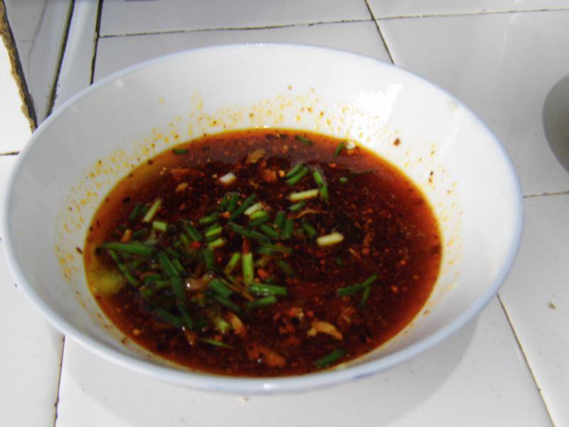 重庆/7. 在调料碗中加入两勺面汤,家里如果有骨头汤是最好了