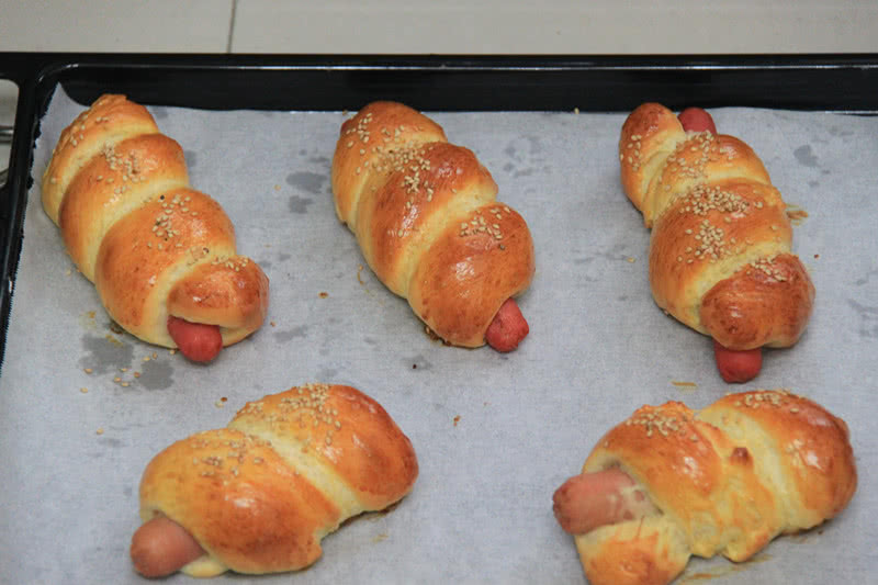 烤箱烤熱狗面包的做法_烤熱狗面包的做法_烤箱烤熱狗面包的做法