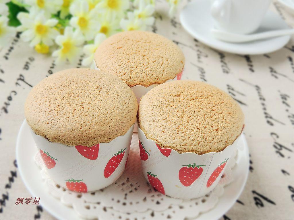 油40ml 咖啡50ml 鸡蛋4个 辅料   糖80g 盐1g 咖啡纸杯蛋糕的做法步骤