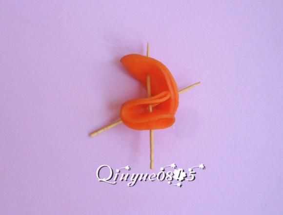 胡萝卜玫瑰花的做法图解5