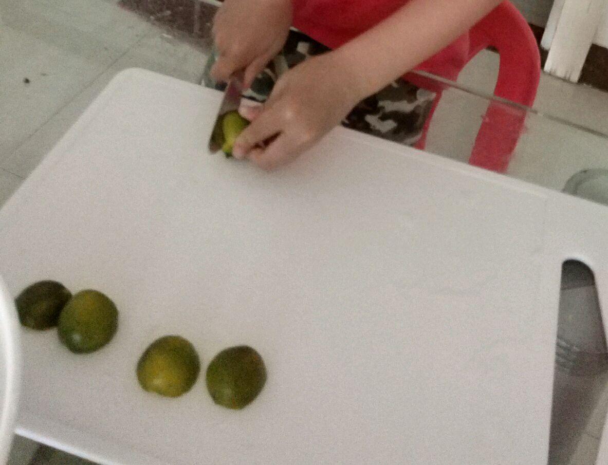 儿童水果拼盘--可爱的毛毛虫的做法图解3