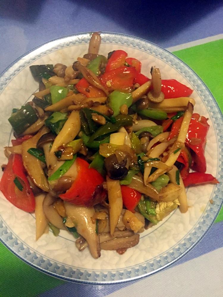 青红椒三根葱姜蒜适量辣炒步骤的菜谱蘑菇v红椒:本做法的八个月可以吃菜籽油吗图片