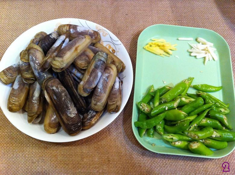 【豉椒炒蛏子】——小海鲜的惹味吃法的做法图解2