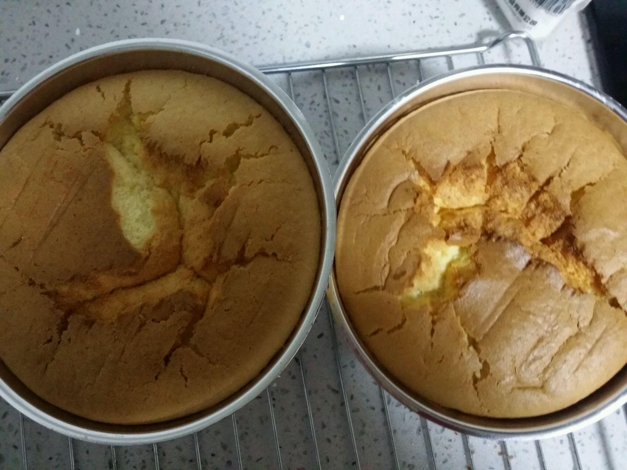 忘记拍步骤图了,打底是戚风蛋糕,想烤好的核心就是蛋白的打发.