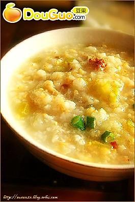 糙米芹菜肉末粥的做法