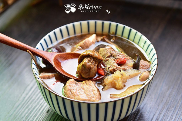 姬松茸茶树菇瘦肉汤的做法