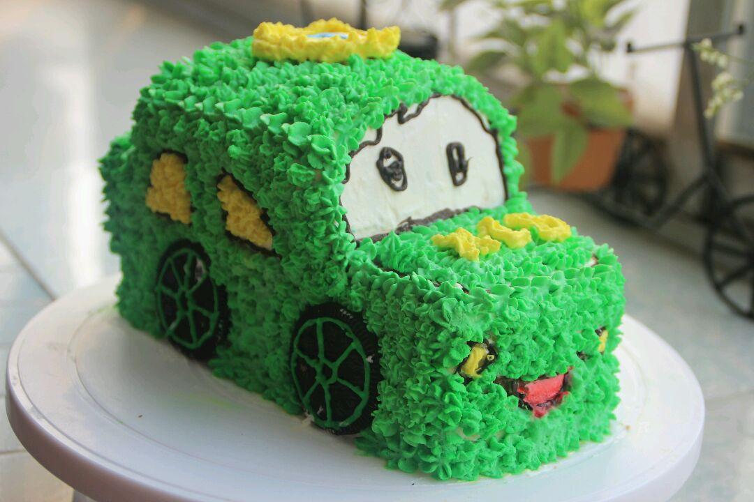 糖粉70g 巧克力适量 水果适量 绿色,红色适量 小汽车蛋糕的做法步骤