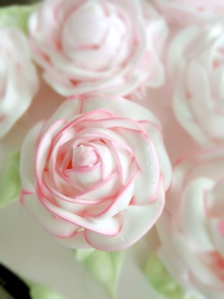 心形玫瑰花簇裱花蛋糕