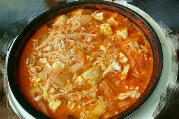 辣白菜豆腐汤怎么做如何做好吃 辣白菜豆腐汤家常做法大全 tina0 0