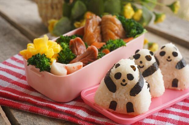 熊猫造型饭团便当的做法