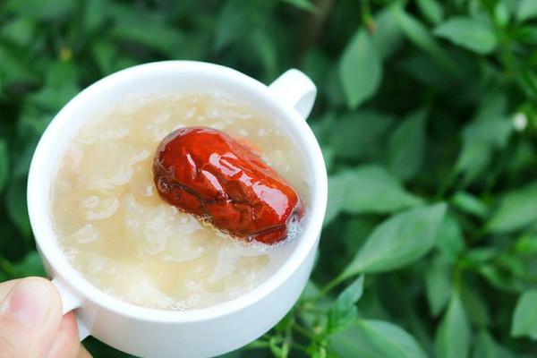 桃胶莲子百合银耳汤#快乐宝宝餐#的做法