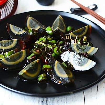 剁椒皮蛋:夏天清火开胃凉菜