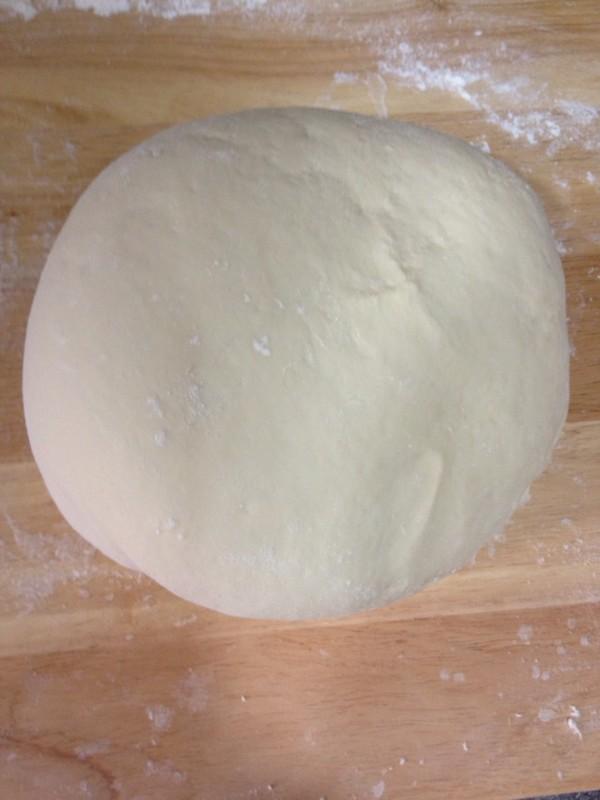 图解 包子/3. 发好的面要揉多揉蒸出来才好吃 揉到面不粘面板表面光滑