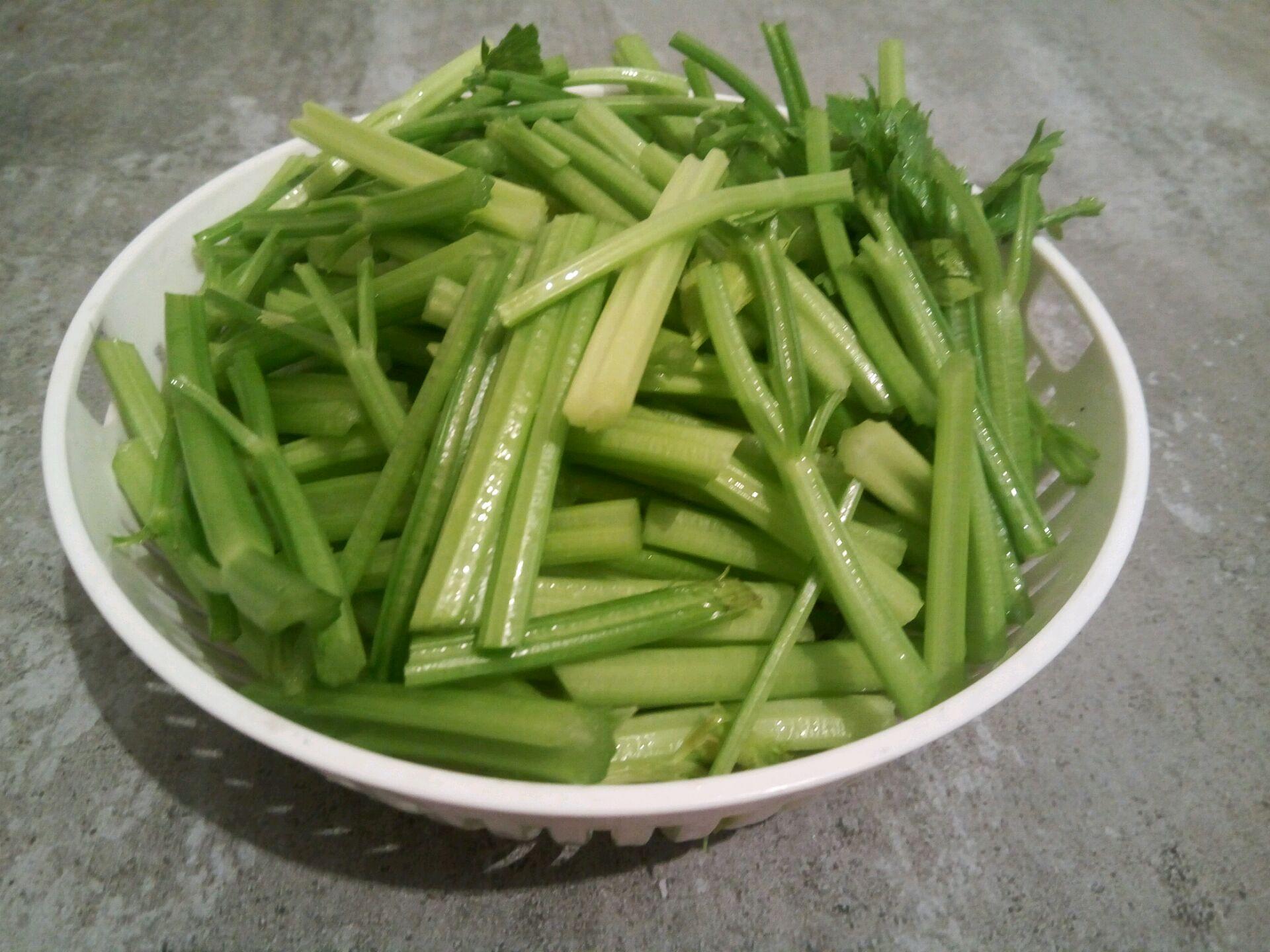 芹菜炒牛肉的做法步骤